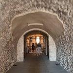 corridoio per raggiungere il 2° altare nella cripta