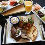 Zorbas Greek Restaurant & Buffetの写真