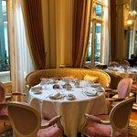 Beautiful Linens and China at Breakfast at L'Espadon