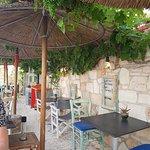 תמונה של Med Cafe & Restaurant