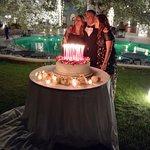 Per il compleanno di Nicola: una torta con 50 candeline rosse