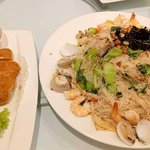 Deep fried yam with duck meat stuffing (left), Stir fried fine Meehoon with seafood L size (righ