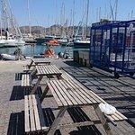 zona de endulzado apie de barco con secadero y guarda de equipos para grupos en jaulas privadas