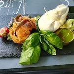 Burrata campana, acciughe del Mar Cantabrico e pomodoro grattato