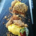 Sbriciolata con crema chantilly al mango e polvere di liquerizia