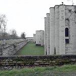 Vue des murailles qui protègent le site du château