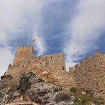 Torre y muralla exterior