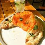 Закрытая пицца Кальцоне с сыром Бри