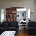 Salon wypoczynkowy z książkami i kolorową prasą Gry planszowe, zabawki. Informacja turystyczna.