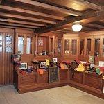Sala dedicada a las Estudiantinas y a las Tunas. Cuenta con una amplia colección de becas.
