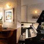 Hotel Bar Hall Pianoforte
