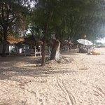 La plage aménagée de jour.