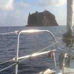 Strombolicchio e il suo faro all'estremo nord delle Eolie
