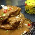 """Πιάτο εβδομάδας!  """"Dark Saga""""  Ψαρονεφρι με σοκολάτα και τσιλυ!  #trypokarydos #pork_fillet #spi"""