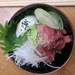 Tataki di manzo con perle di yuzu e crema allo shiso