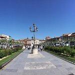 Plaza con bonitas zonas ajardinadas
