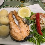 Grilled salmon w/ potatoes & salad