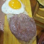 tapa mini hamburger e mini uovo alla piastra