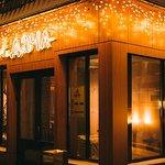 Главный вход ресторана Дача