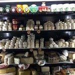 Un choix incroyable de fromage Bio!! On veut tous les gouter!!