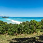 Panorama dal faro (l'isoletta collegata dalla lingua di terra è privata)