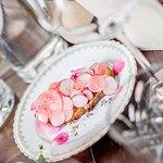 Pain de la Maison Bordonnat, radis, beurre, rose