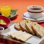 ¡NUEVOS Good Morning Combos! Tostadas Masa Madre 😋por ¢3.900. Incluye jugo de naranja y café. ?