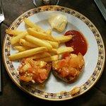 Patatine e bruschette all'aglio