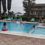 Beach Star Hotel: Lovely clean pool on the beach  with plenty of padded sun loungers & parasols also a pool bar.