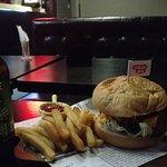 Photo de Crave Deli & Bar