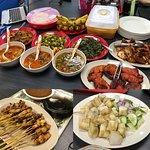 マレーシア風仕出し弁当的な。。。美味しい。。