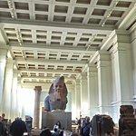 Una de las monumentales estatuas