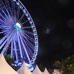 河滨码头夜市照片