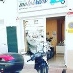 Alquiler de Motos en Menorca, exterior del local