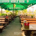 Genießen Sie den Sommer in entspannter Atmosphäre unseres Biergartens