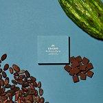 ANAファーストクラスで提供されている、アロマ生チョコ。小町通りの石畳、アロマミルク。