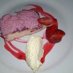 Milkshake cheesecake with clotted cream