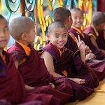 Monges em mosteiro Budista nos Himalaias.