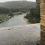 הנהר מתחת לאמת המים
