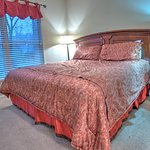 Cedar Lodge Vacation Condo Rental, Downtown Pigeon Forge, Unit 102, 2 Bedroom 2 Bath