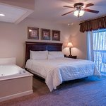 Cedar Lodge Vacation Condo Rental, Downtown Pigeon Forge, Unit 201, 3 Bedroom 3 Bath