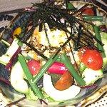 Salade mixte (tomates / haricots / oeuf poché / concombre / salade / algues)