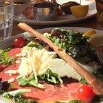 Carpaccio de boeuf et salade + parmesan