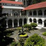 Jardin interno de la iglesia de Baños de Agua Santa
