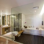 Sky Villa Bathroom