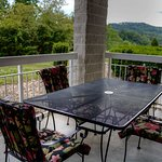 Whispering Pines Vacation Condo Rental, Downtown Pigeon Forge, 312, Nature View 2 Bed 2 Bath