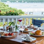 The Deck Bar & Grill Restaurant - Linekin Bay Resortの写真