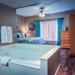 Whispering Pines Vacation Condo Rental, Downtown Pigeon Forge, 412, Nature View 2 Bed 2 Bath