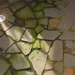 Terrasse unaufgeräumt und schmutzig