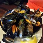 Mussels in garlic broth